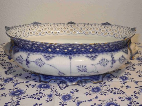 Blue Fluted full lace fruit bowl