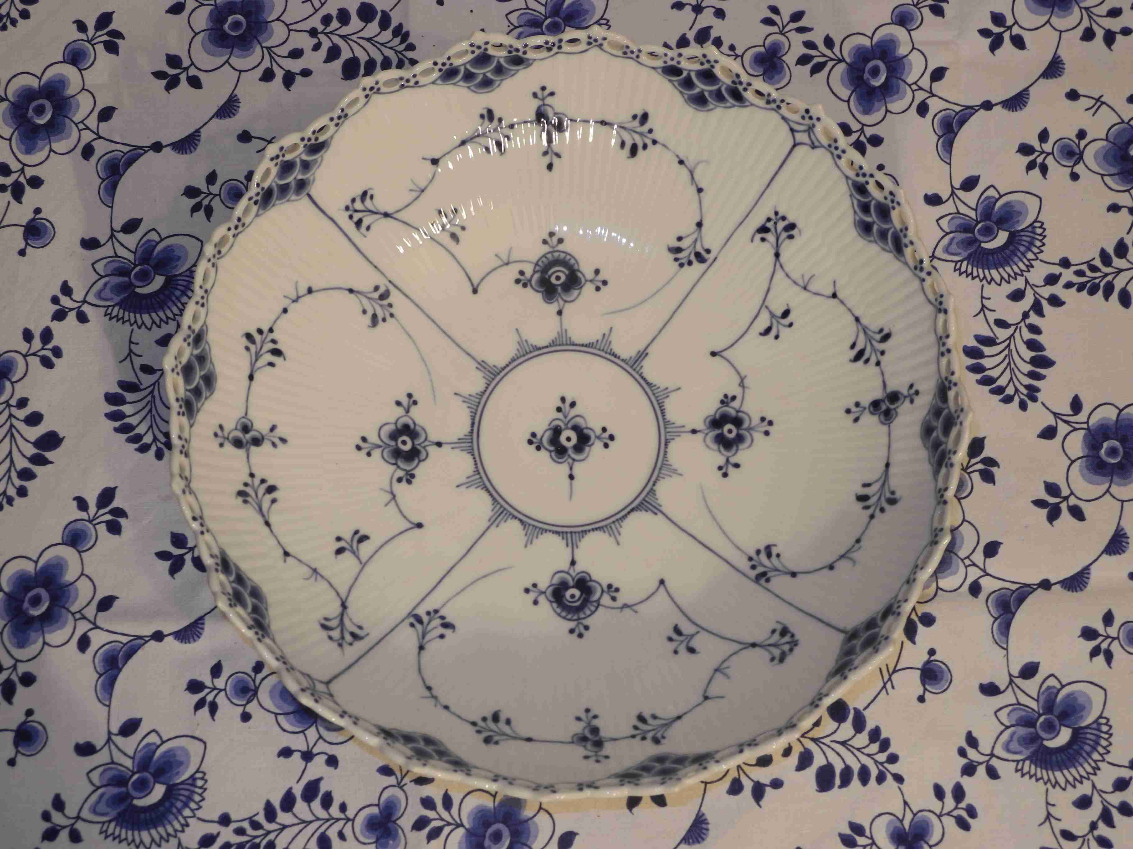 Blue Fluted Full Lace Bowl