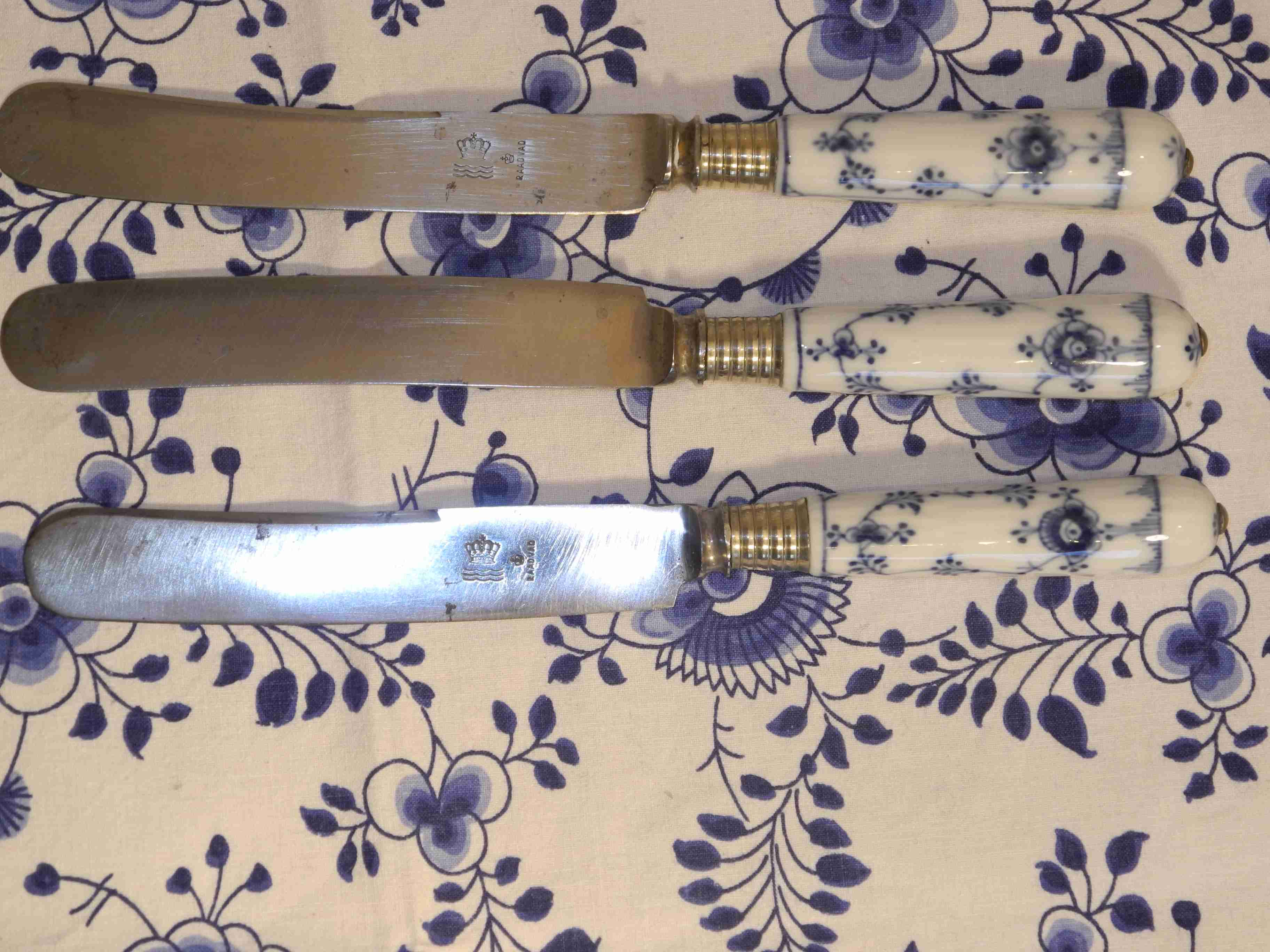 Blue Fluted Plain knives