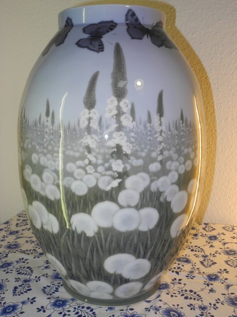 CM - Vase with Dandelion and butterfly