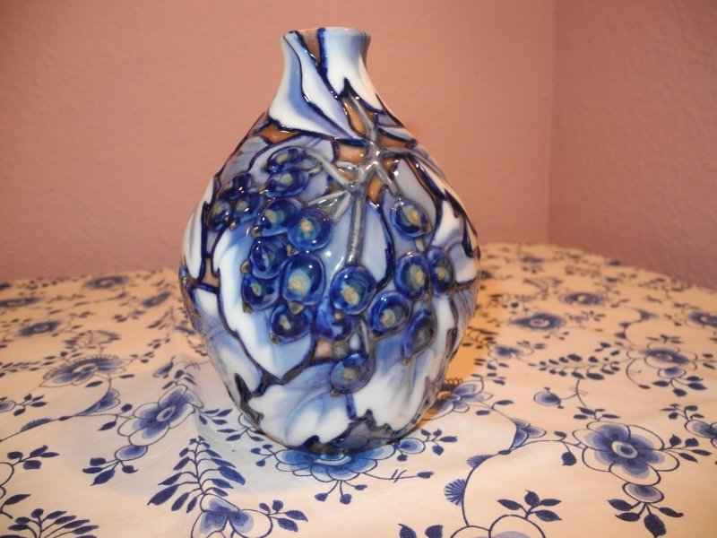 Berry and leaves vase