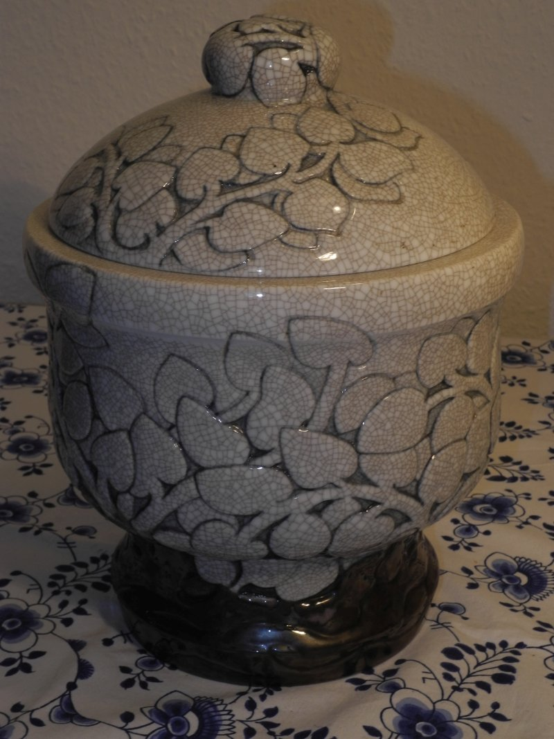 Effie Hegermann LIncencrone - Crackle Urn