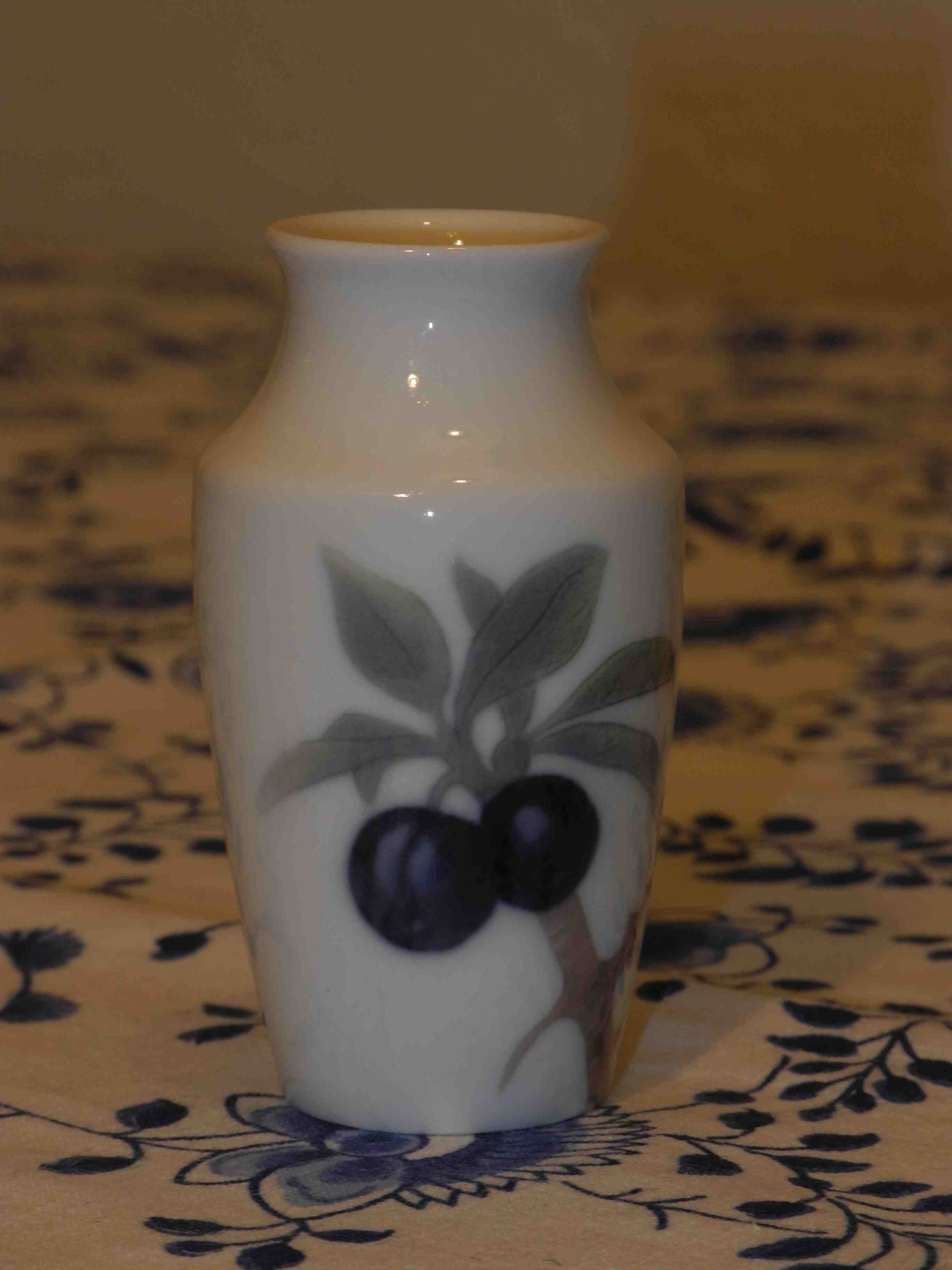 Small Berry Vase