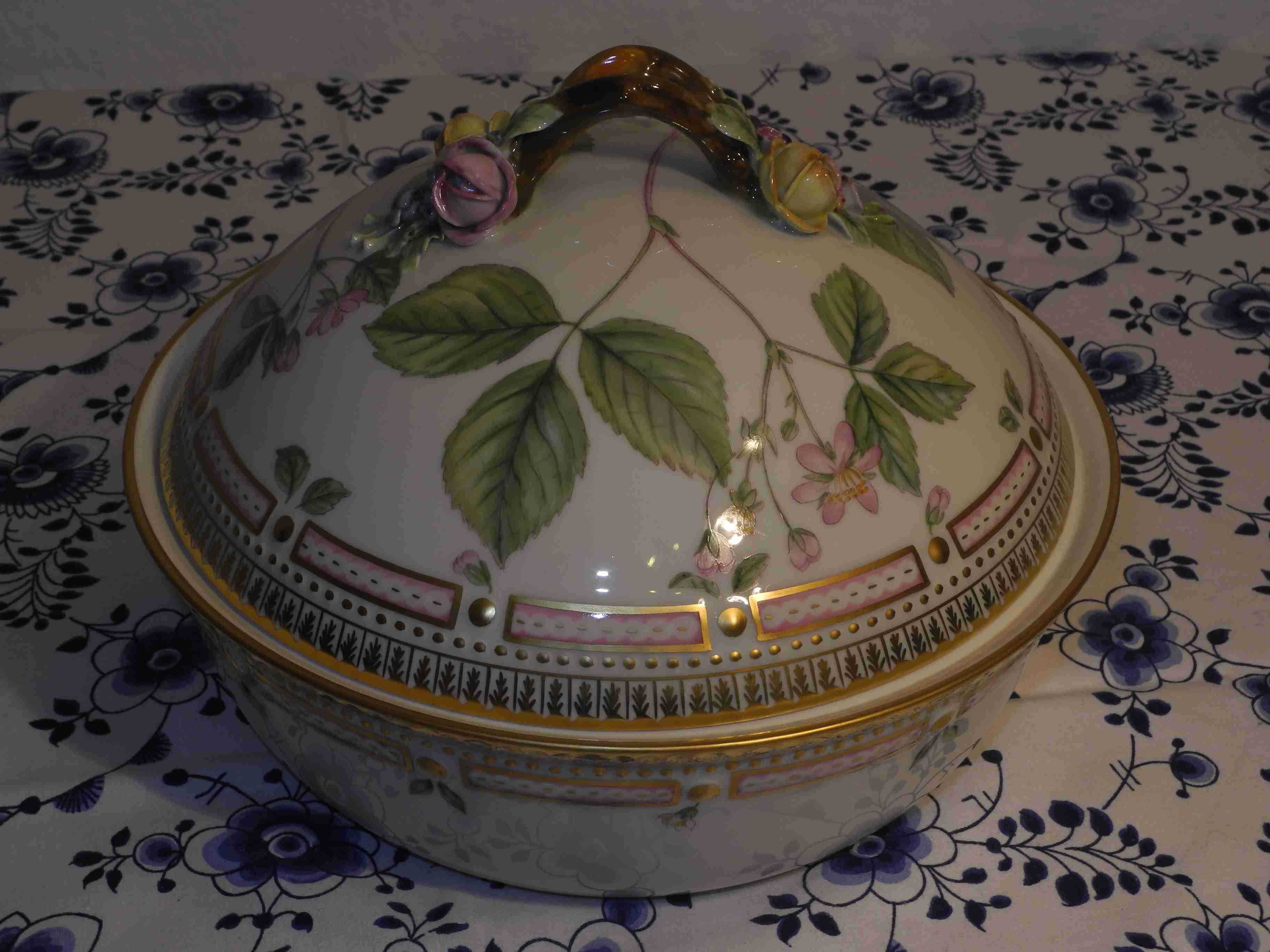 Flora Danica Lidded Vetgetable Bowl