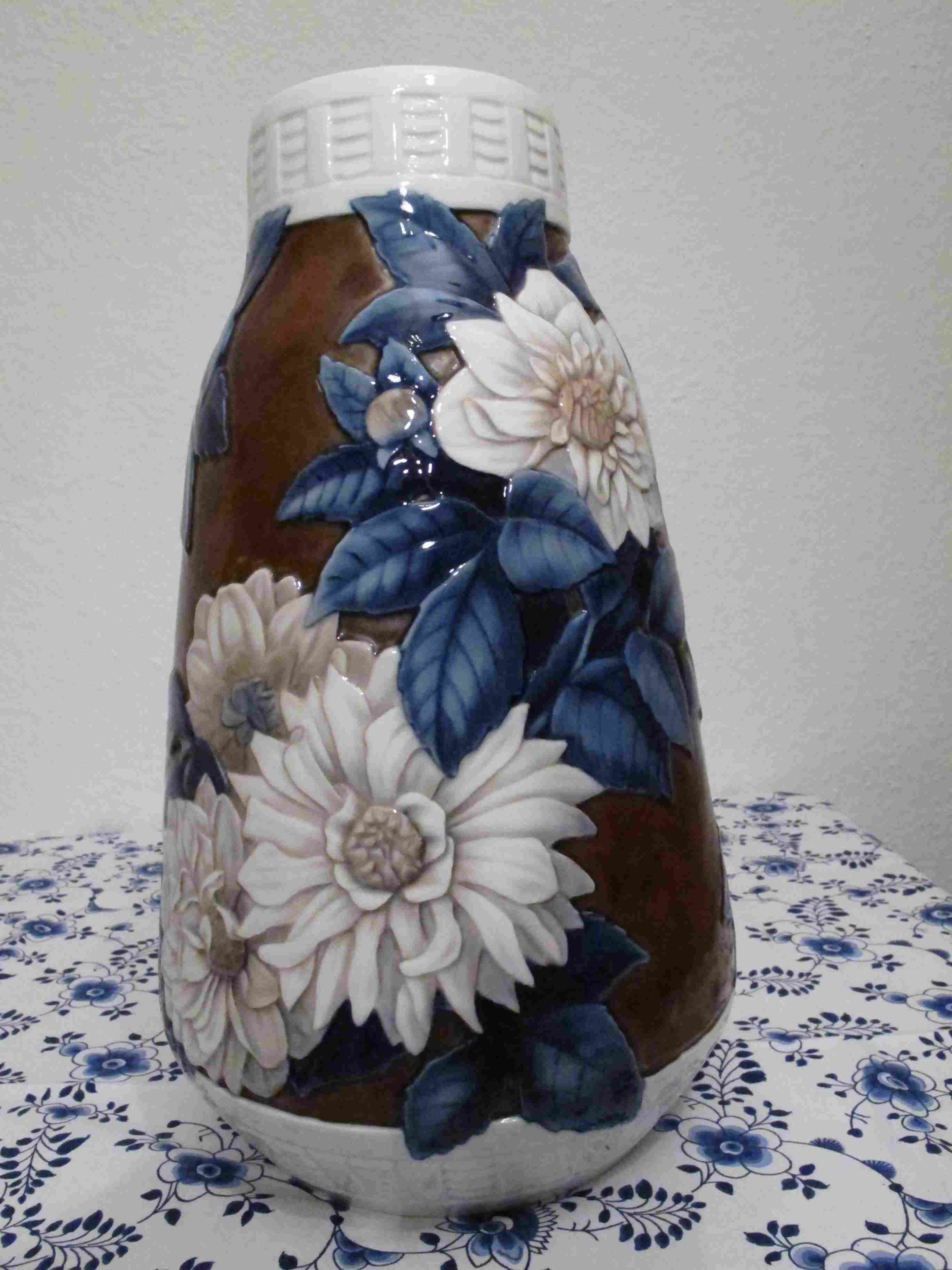 Blossom Vase with Earthenware ground