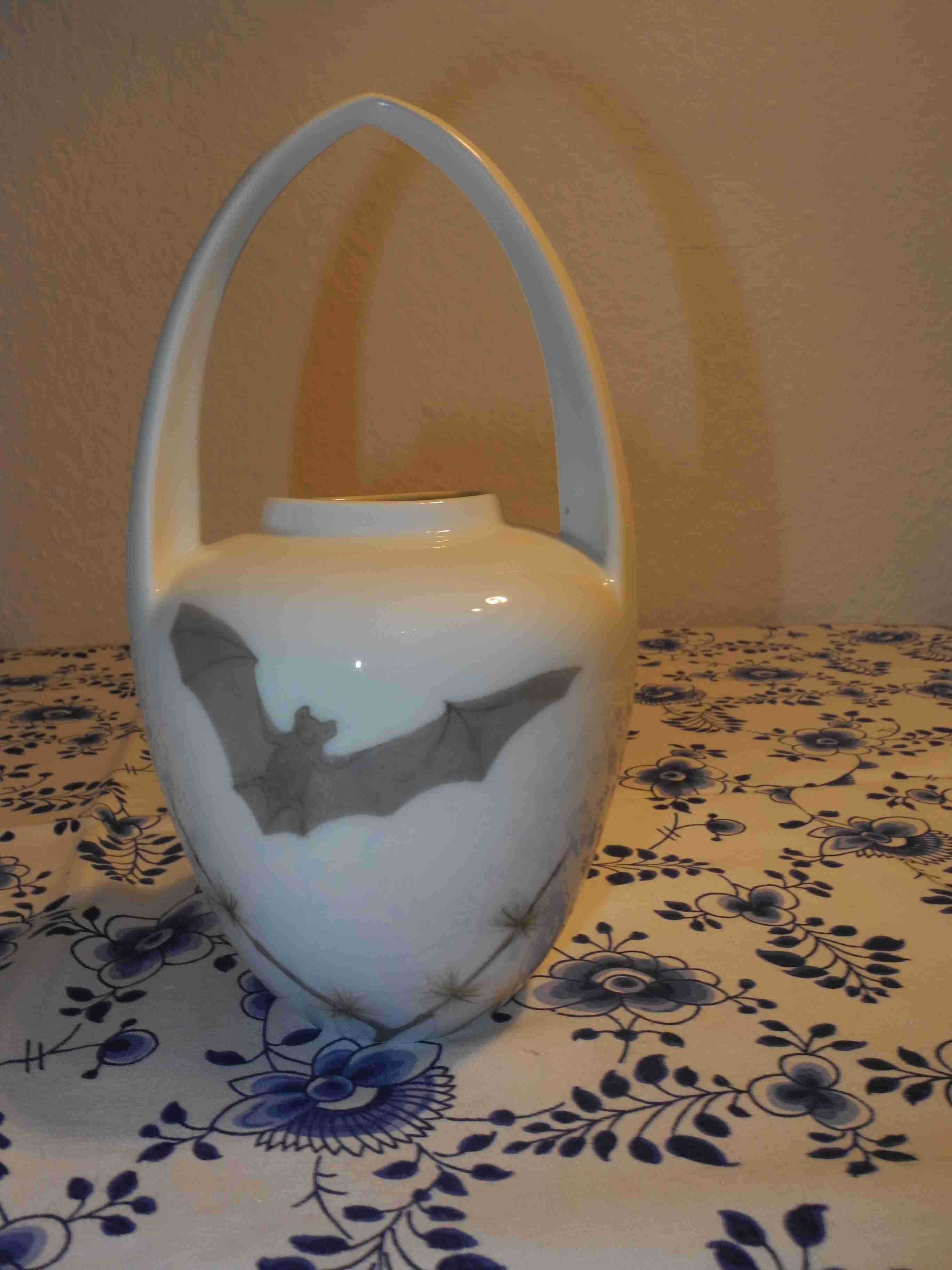 Bat Vase with handle