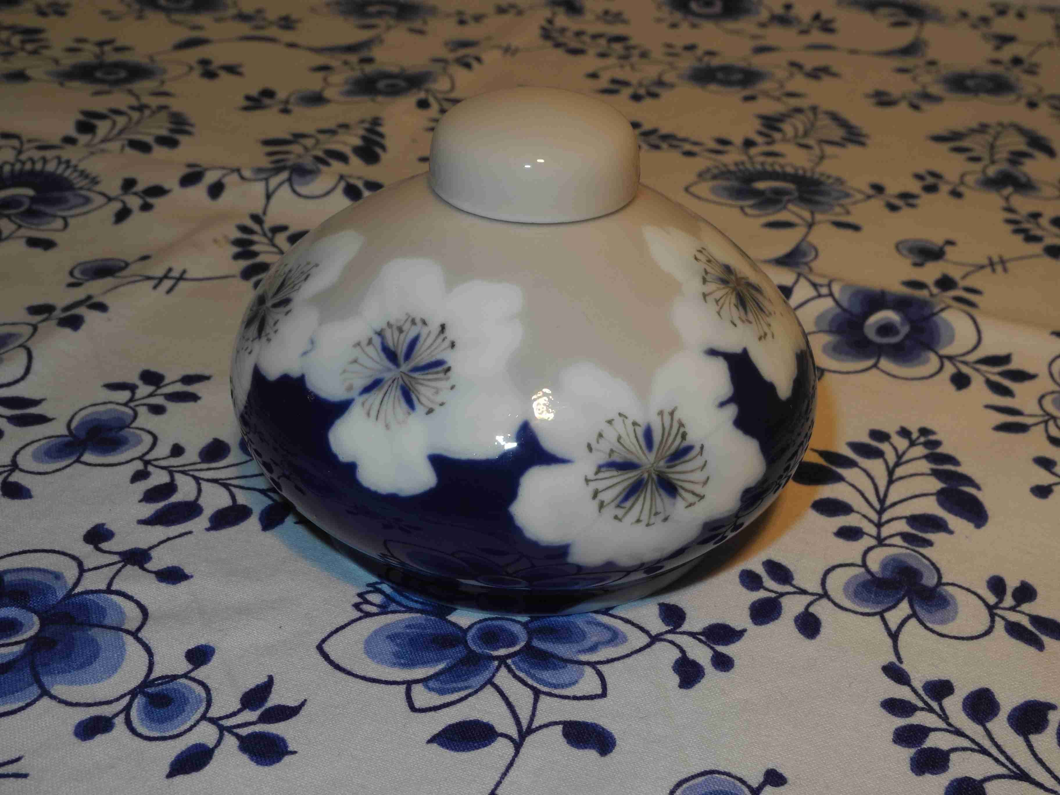 Lidded flower vase